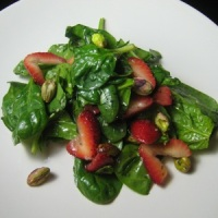 Organic Baby Spinach, Strawberry & Pecan Salad